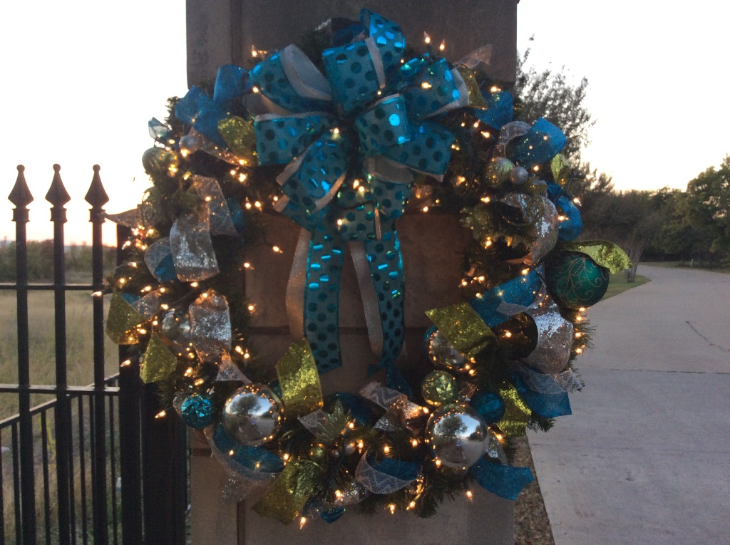 Contemporary-turquoise-Christmas-wreath