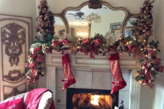 Traditional-Christmas-mantle-garland