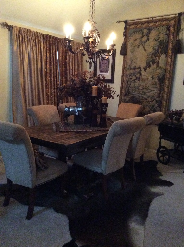 Traditional-diningroom-with-cowhide-rug